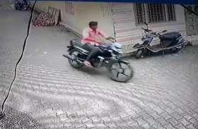 सीसीटीवी कैमरे में कैद हुई इस युवक की करतूत, अब पुलिस काे है इसकी तलाश, आप भी देखिए वीडियाे