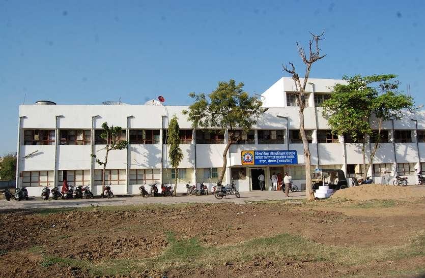 सरकारी खर्च पर बीएड कर रहे 150 मास्साब हुए फेल