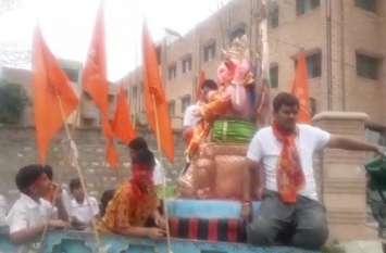 गणपति बप्पा मोरिया, अगले बरस तू जल्दी आ : हर्षोल्लास से किया जा रहा गणेश प्रतिमाओं का विसर्जन