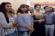 फिल्म गुंडा दरोगा के प्रमोशन को काशी पहुंची टीम, सिने तारिकाओं ने बिखेरा जलवा