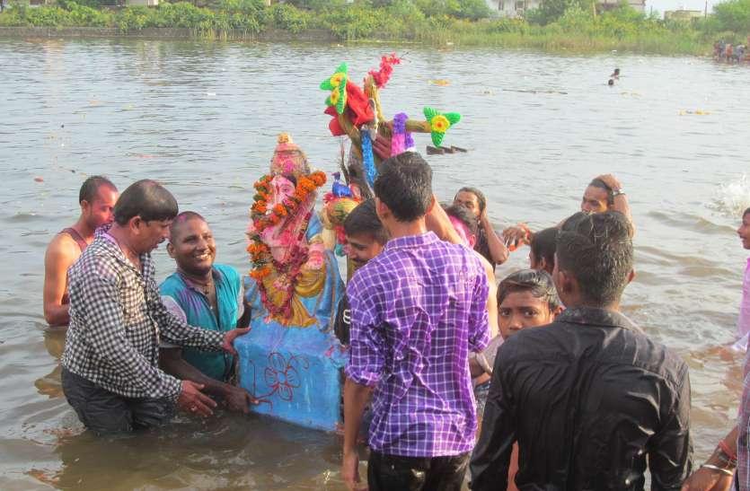 PHOTO GALLERY : अनंत चतुर्दशी के शुभ मुहुर्त में हुअा श्री गणेश प्रतिमा का विसर्जन