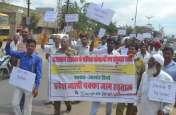 बस चलाने वाले हाथों में सरकार के खिलाफ दिखा आक्रोश, नारेबाजी के साथ निकाली विरोध रैली