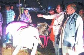 आक्रोशित ग्रामीणों ने भूमिपूजन को गए विधायक-महापौर को बैरंग लौटाया