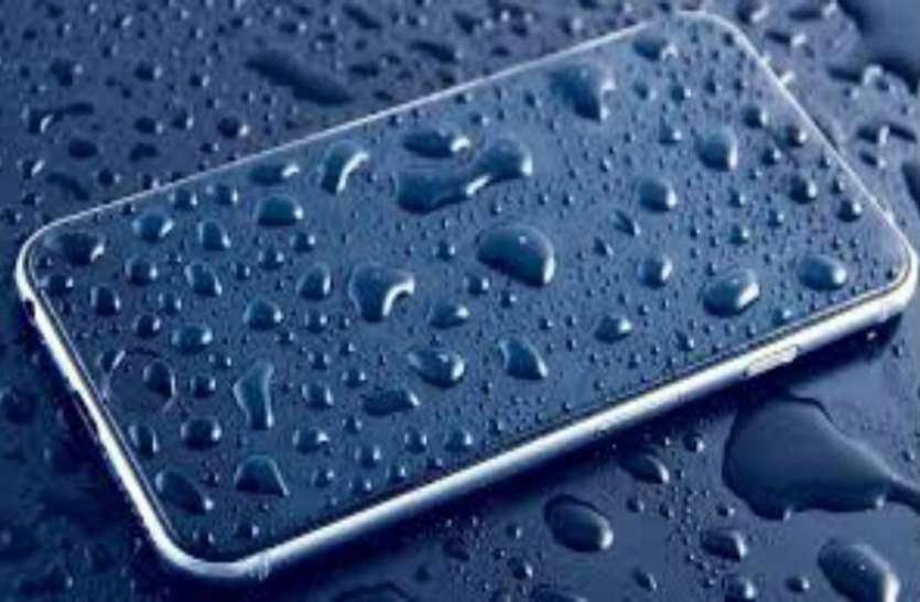 पानी में पूरी तरह से भीगने के बाद भी सही से काम करेगा स्मार्टफोन, जानें कैसे