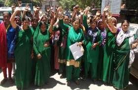 यूपी में इस तारीख से अनिश्चितकालीन हड़ताल पर जायेंगी आंगनबाड़ी कार्यकर्ता, बीजेपी सरकार पर वादाखिलाफी का आरोप