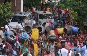 देशी शराब के अड्डों पर हल्ला-बोल, पांच गावों की महिलाओं ने उठाया ऐसा कदम, ये सब देख पुलिस रह गई हैरान