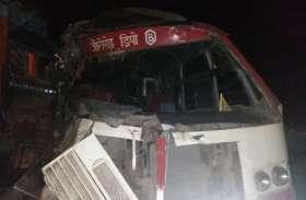 मिर्जापुर-झांसी राष्ट्रीय राजमार्ग पर रोडवेज बस व ट्रक की आमने सामने भीषण टक्कर 2 की मौत 8 घायल