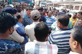 इस बात से गुस्साए लोगों ने अंबिकापुर-बिलासपुर एनएच पर 4 घंटे तक किया चक्काजाम, यात्री रहे बेहाल