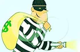 बैंक कर्मचारी बताकर एटीएम का पासवर्ड पूछा और निकाल लिए बीस हजार रुपए