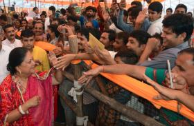 शेखावाटी में CM : राजे का 'विजयरथ' पहुंचा शेखावटी, शेखावटी वासियों को बड़ी मिली सौगात, देखें तस्वीरें