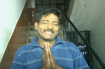 दलित परिवार पर टूटा बाहुबलियों का कहर, मारपीट कर तोड़ दी झुग्गी, देखें वीडियो