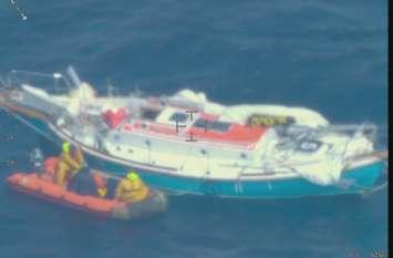 वीडियोः हिंद महासागर में फंसे भारतीय नौ सेना के अधिकारी अभिलाष टॉमी को बचाया गया