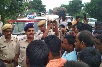 युवक की मौत के बाद मुआवजा दिलाने की मांग को लेकर ग्रामीणों ने कोटा-अजमेर मार्ग पर लगाया जाम