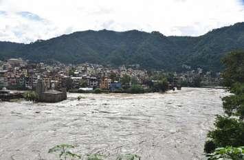उत्तराखंड में अगले 24 घंटे में मूसलाधार बारिश की चेतावनी, पंजाब में कल बंद रहेंगे स्कूल-कॉलेज