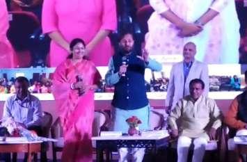 केन्द्रीय मंत्री जावड़ेकर ने कांग्रेस को लिया आड़े हाथ, कहा झूठ की बुनियाद पर नहीं लड़ा जा सकता चुनाव
