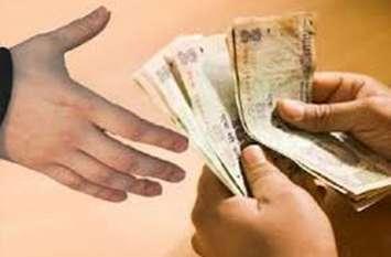 एनओसी देने के लिए मांगे 11 हजार रुपए