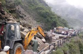 हिमाचल प्रदेश: मंडी में बाढ़ से प्रभावित यातायात हुआ बहाल, सामने आया यह वीडियो