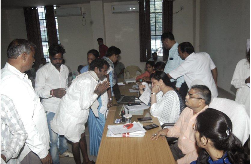 जनसुनवाई में आए भ्रष्टाचार के कई मामले कलेक्टर-एसपी से ग्रामीणों ने मांगा न्याय