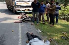 तेज रफ्तार मिनी ट्रक ने युवक को मारी ऐसी टक्कर कि मोपेड से उछलकर सड़क पर गिरा, हो गई दर्दनाक मौत