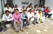 बड़ी खबर : ग्रामीणों ने घेरा विद्युत सब स्टेशन,अधिकारी सदमें में