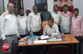 बांसवाड़ा : थाना प्रभारी का मुंशी दस हजार रुपए की रिश्वत लेते गिरफ्तार, दहेज प्रताडऩा के मामले से नाम हटाने के एवज में मांगे रुपए