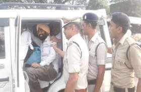 रायपुर जाने रेलवे स्टेशन पहुंचे कांग्रेसियों को पुलिस ने दबोचा