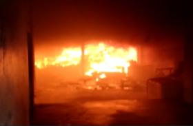 दरी फैक्ट्री में लगी आग, लाखों का माल जलकर खाक