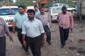 पुलिस ने किए वाहनों के चालान, परिषद सामान जब्त करेगी,नगरपरिषद आयुक्त ने मौका-मुआयना कर चेतावनी जारी की