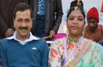 अरविंद केजरीवाल के साथ इस महिला की तस्वीर हो रही है वायरल, जानिए कौन है यह?