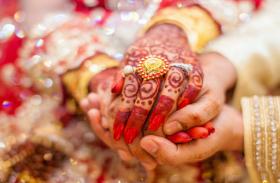 शादी के दो दिन बाद ही घर में हुई चोरी, दुल्हन ने चोरों को पकड़ किया पुलिस के हवाले