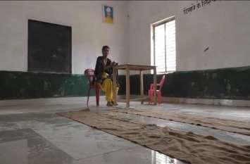 बंदरों का आतंक: यूपी के इस जिले में स्कूल में ताला लगने की नौबत, खौफ से बच्चों ने छोड़ा स्कूल