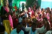 हंगामे की भेंट चढ़ी निगम की बैठक, सफाईकर्मियों ने महापौर कक्ष के बाहर भजन-कीर्तन कर जताया विरोध