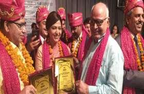 डॉ. स्नेहलता को यूपी रत्न से किया गया सम्मानित, जिले में खुशी की लहर