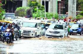 बेंगलूरु में कुछ घंटों की बारिश ने शहर की सूरत बिगाड़ी