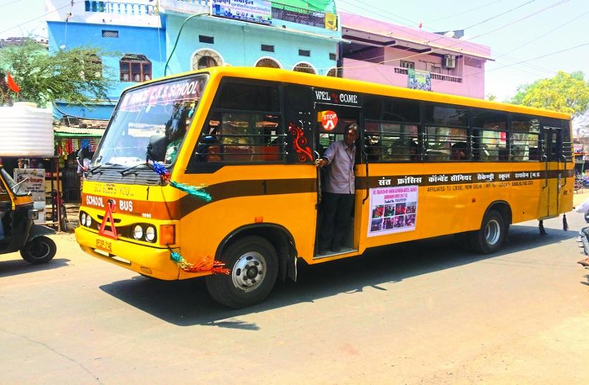 स्कूल बसों में सिर्फ दिखावा बने हुए हैं सीसीटीवी कैमरे