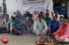 रोडवेज कार्मिकों की हड़ताल जारी : सरकार को सद्बुद्धि के लिए किया यज्ञ, निकाली रैली, सौंपा ज्ञापन