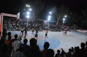 PICS : राज्य स्तरीय बास्केटबाल प्रतियोगिता के फाइनल में जाने को लगाया जोर