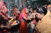 अजमेर संभाग में 'राजे का रथ', चतुर्भुजनाथ मंदिर में दर्शन कर लिया पुजारियों का आशीर्वाद, देखें तस्वीरें