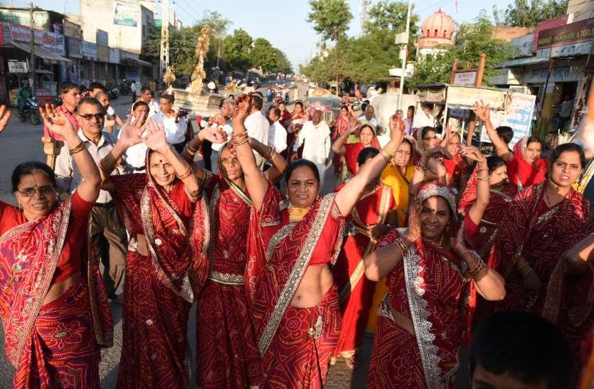 शोभायात्रा और तपस्वियों का सम्मान