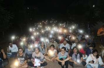 HNLU के कुलपति के खिलाफ प्रस्ताव पर 26 कर्मचारियों ने दिया छात्रों का साथ