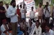 भूख हड़ताल कर रहे लोगों के बीच पहुंचे हनुमान बेनीवाल, समर्थन देकर बदल दिया अनशन का रूप