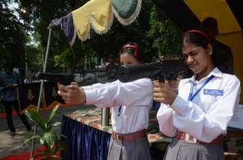 भारतीय सेना के द्वारा लगाई गई प्रदर्शनी