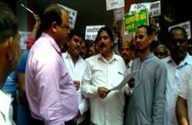 भारत बंद का जनपद में मिलाजुला असर, व्यापारियों ने 15 सूत्री ज्ञापन दिया जिलाधिकारी को