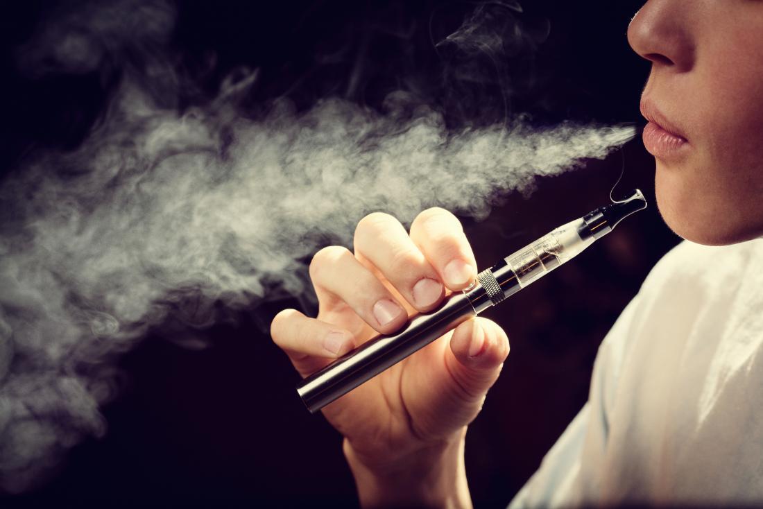 ई- सिगरेट की लत से दिमाग को नुकसान, सख्त कानून है जरूरी