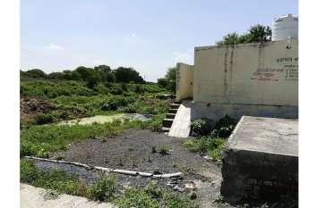 शहर की अंतिम सीमा पर बसा ग्राम पुवाडिलया निर्माण की बाट जो रहा