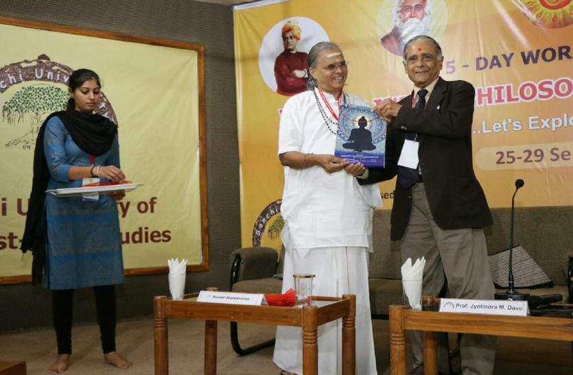 साहित्य के बगैर दर्शन को समझा नहीं जा सकता: प्रो. विजया