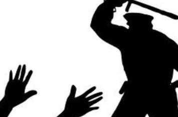 सामने आई पुलिस की दबंगाई,  युवक की थाने में पिटाई