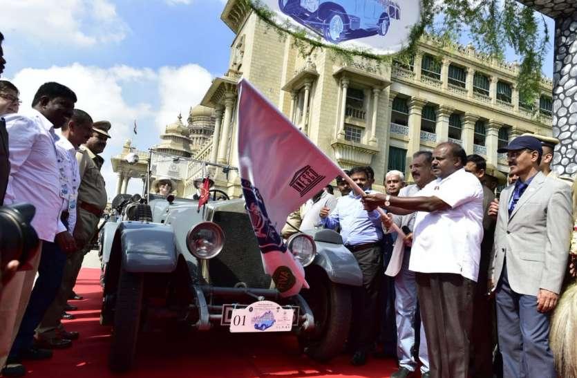 मुख्यमंत्री ने दशहरा विंटेज कार रैली को दिखाई हरी झंडी