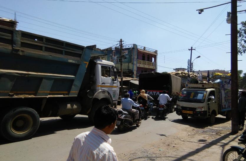 लाखों की वसूली फिर भी नहीं सुधरी शहर की ट्रैफिक  व्यवस्था