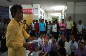 शिवप्रसाद गुप्त मंडलीय अस्पताल में मरीज व चिकित्सकों में मारपीट, इमरजेंसी सेवा ठप